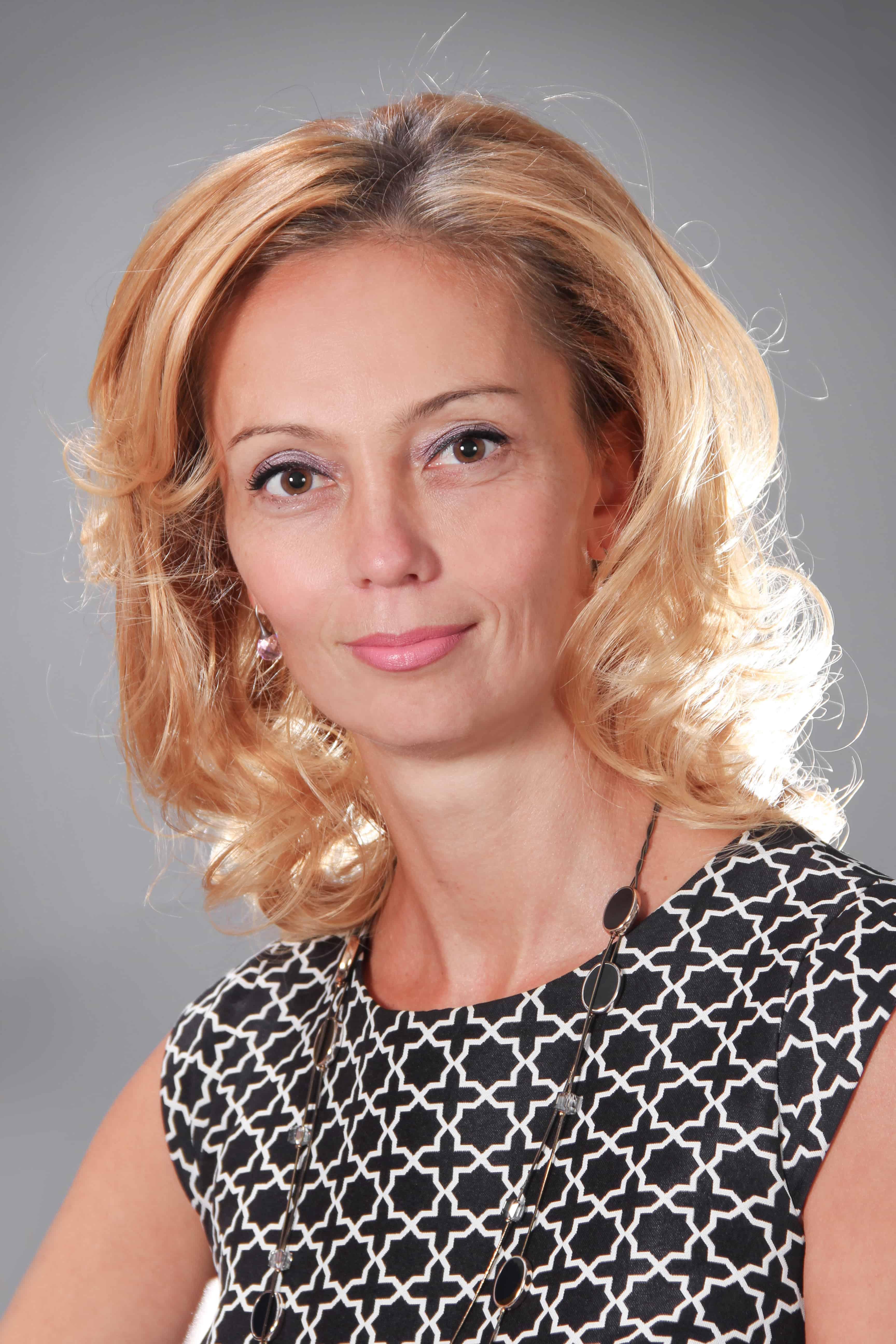 Луиза Попова